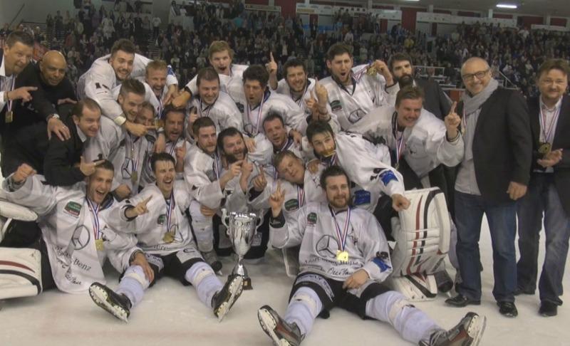 Champion de France, le Toulouse Blagnac Hockey Club présente la coupe