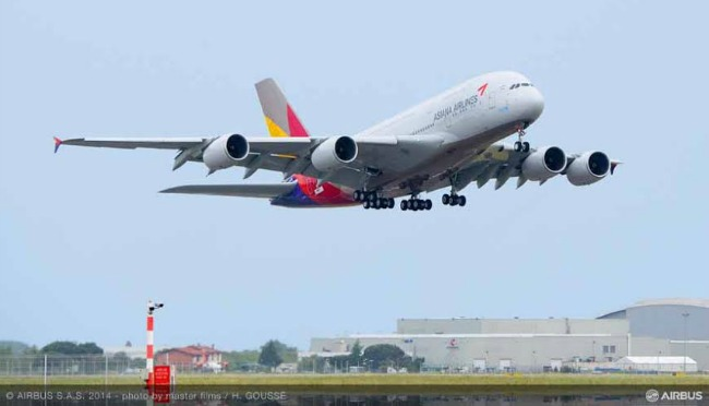 Airbus livre son 1er A380 à Asiana Airlines