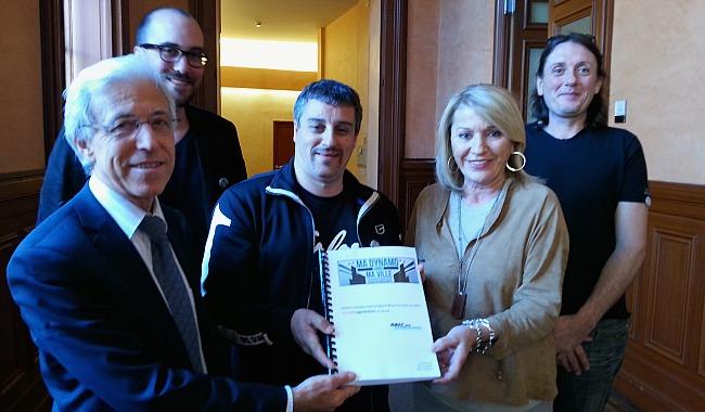 Dynamo. la pétition remise à Marie Dequé et Francis Grass