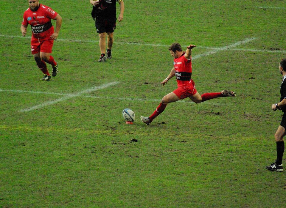 Rugby. Toulon atomise Bayonne, La Rochelle bat le Racing et Toulouse sombre