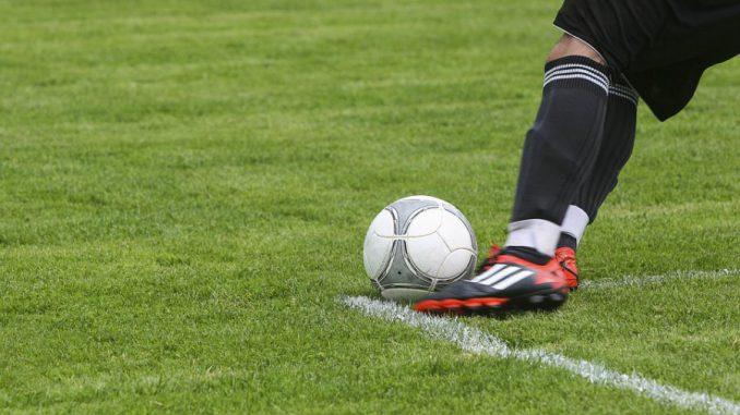 Alban Lafont désigné 2e meilleur espoir du football devant Mbappé