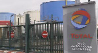 Au nord de Toulouse, les agriculteurs bloquent un dépôt de carburant
