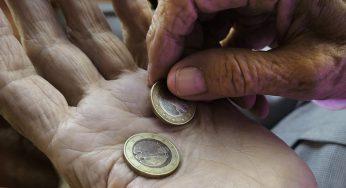 Macron estime qu'on met trop d'argent dans les aides sociales
