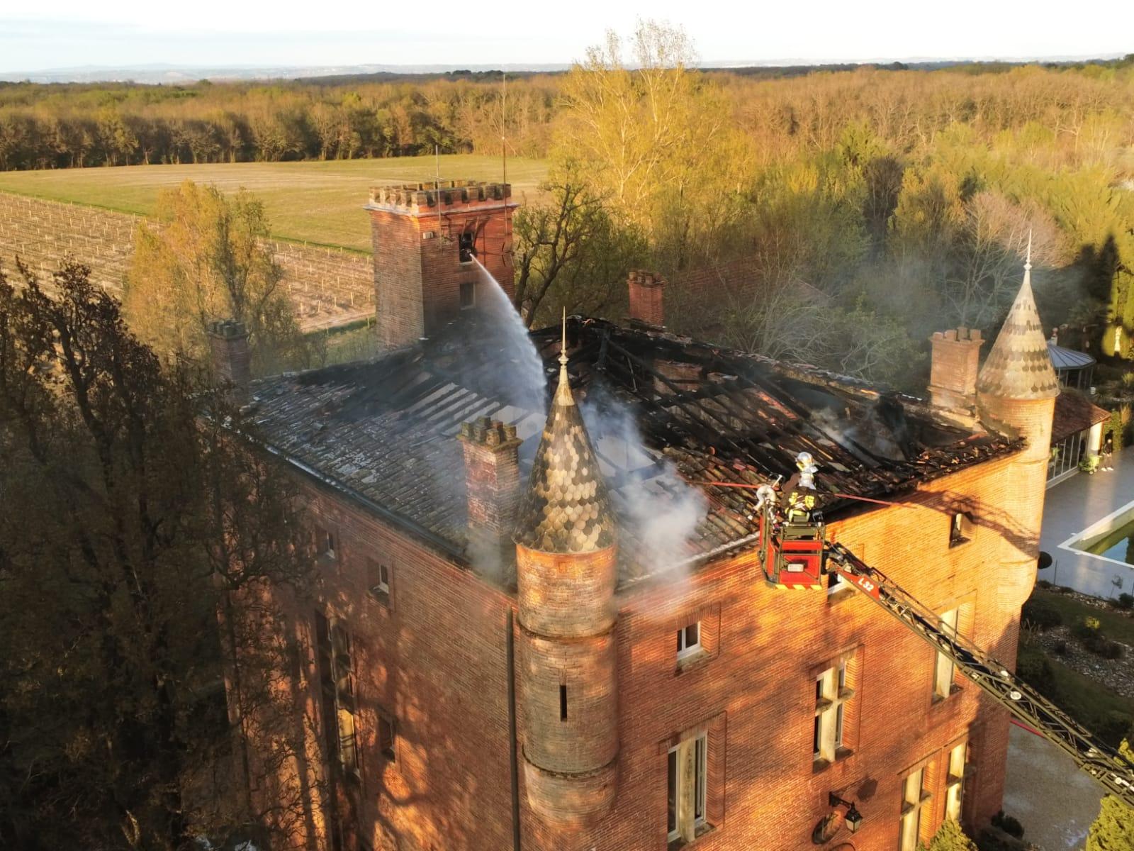 Incendie dans un château près de Toulouse à Bouloc, des dizaines de pompiers mobilisés