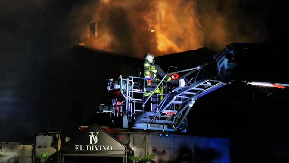 Toulouse un violent incendie détruit une discothèque