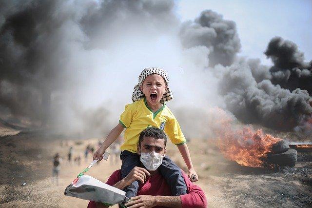 « Cessez de tirer des roquettes sur Israël ! Cessez de bombarder Gaza ! »