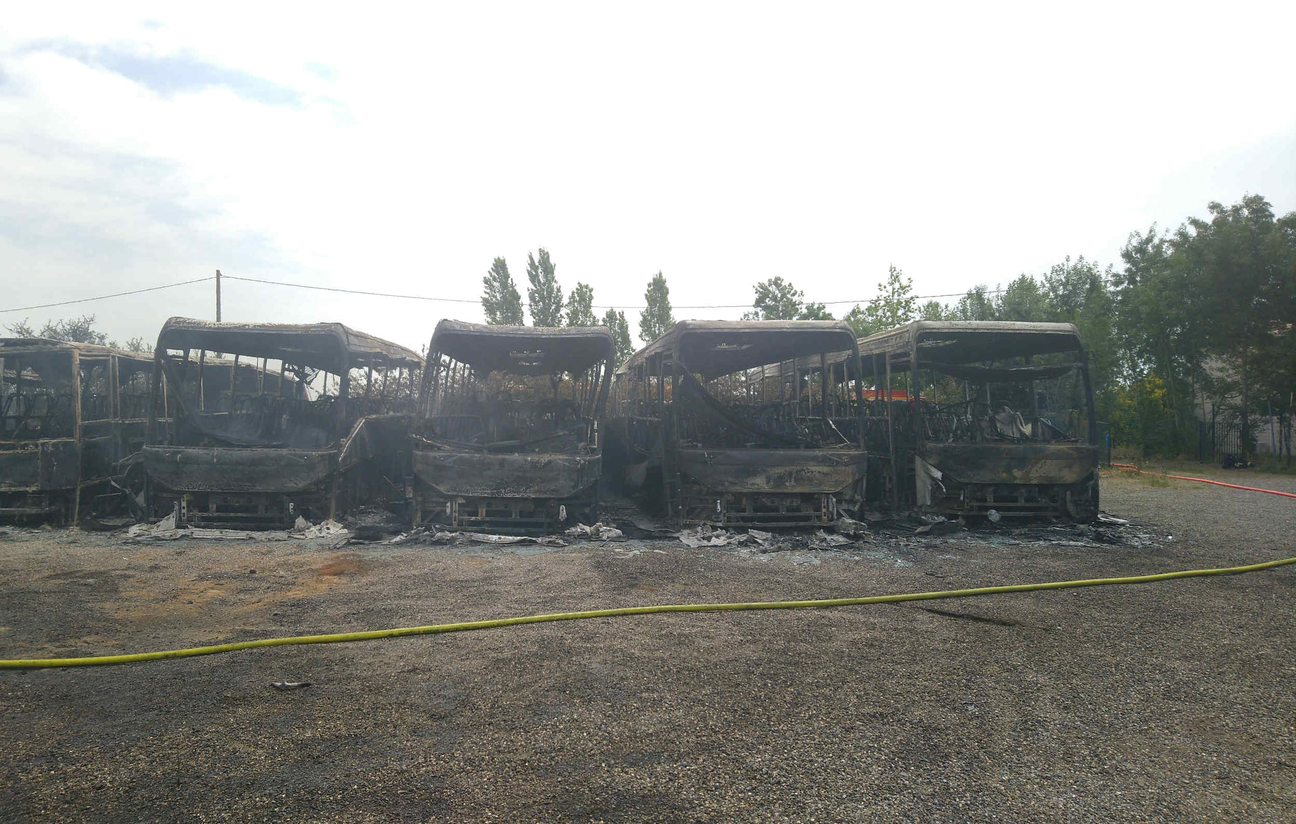 Saont Lys - 10 bus détruits dans un incendie, la gendarmerie cherche témoins