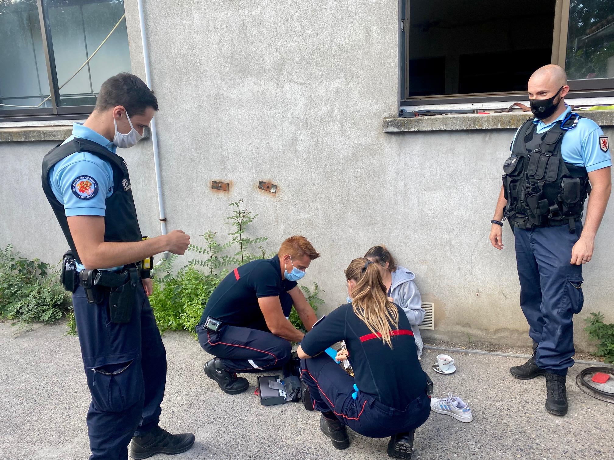 Lundi 02 août 2021 en fin d'après midi, les militaires de la gendarmerie de Castelginest sont engagés par le centre opérationnel pour secourir une personne coincée dans la chambre froide d'une boulangerie du secteur. Arrivés 05 minutes après sur les lieux, ils parviennent à libérer la jeune femme qui venait de passer près d'une heure dans une chambre froide à -10°C. Les militaires l'ont immédiatement enveloppée d'une couverture de survie en attendant l'arrivée des pompiers. La jeune femme s'en sort avec plus de peur que de mal grâce à l'intervention rapide des gendarmes et des pompiers.