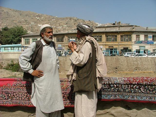 Évacuations d'Afghanistan : des milliers de personnes près de l'aéroport