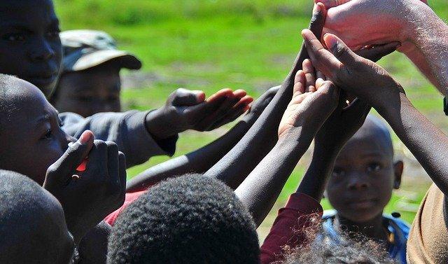 Séisme à Haïti : les autorités tentent de coordonner l'aide humanitaire