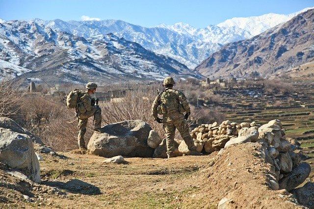 Tirs de Kalashnikov, feux d'artifice, les Talibans fêtent le départ des Américains